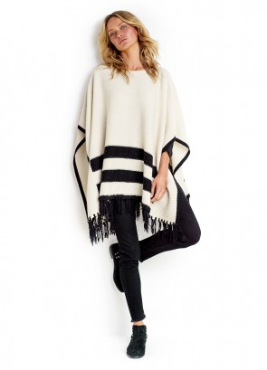 Fringe Trim Kint Poncho & Black Frayed Crop Slim Jean