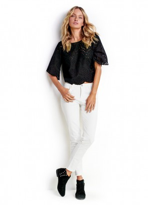 Broderie Crop Top & White Frayed Cropped Slim Jean